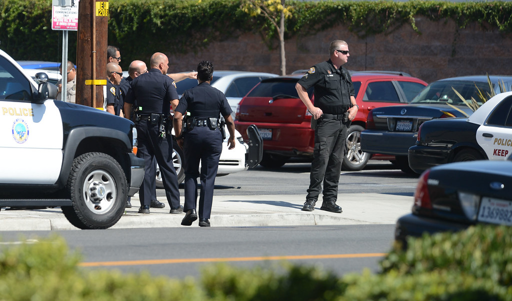 . Long Beach, Calif., -- 10-02-13-  Long Beach Police Department at the scene of a bank robbery , at the Farmers & Merchants Bank at 2302 North Bellflower Boulevard in Long Beach Calif.  One suspect was still at large, no weapon was seen and no injuries occurred.    Stephen Carr/  Press-Telegram