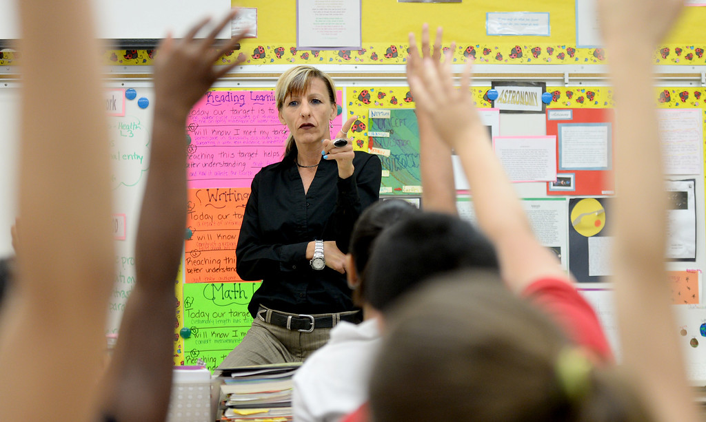 . Teacher Donna Robertson leads a discussion with fifth grade students at Lafayette Elementary, which is using the new Common Core standards being put into place at local schools that give schools nationwide common standards in math and English on Thursday, November 14, 2013. (Photo by Sean Hiller/Press Telegram).