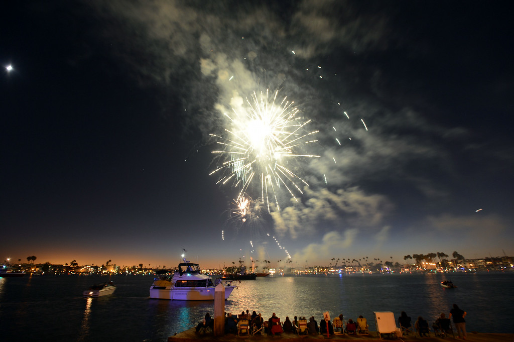 . Fireworks over Alamitos Bay, during the Big Bang on the Bay, part of a community  block party that took place from 5:30 to 9:30 p.m. at The Boathouse on the Bay.  The party featured live music food and flyovers by parachutists and vintage aircraft. Long Beach Calif.,  Thursday July 3,  2014.    (Photo by Stephen Carr / Daily Breeze)