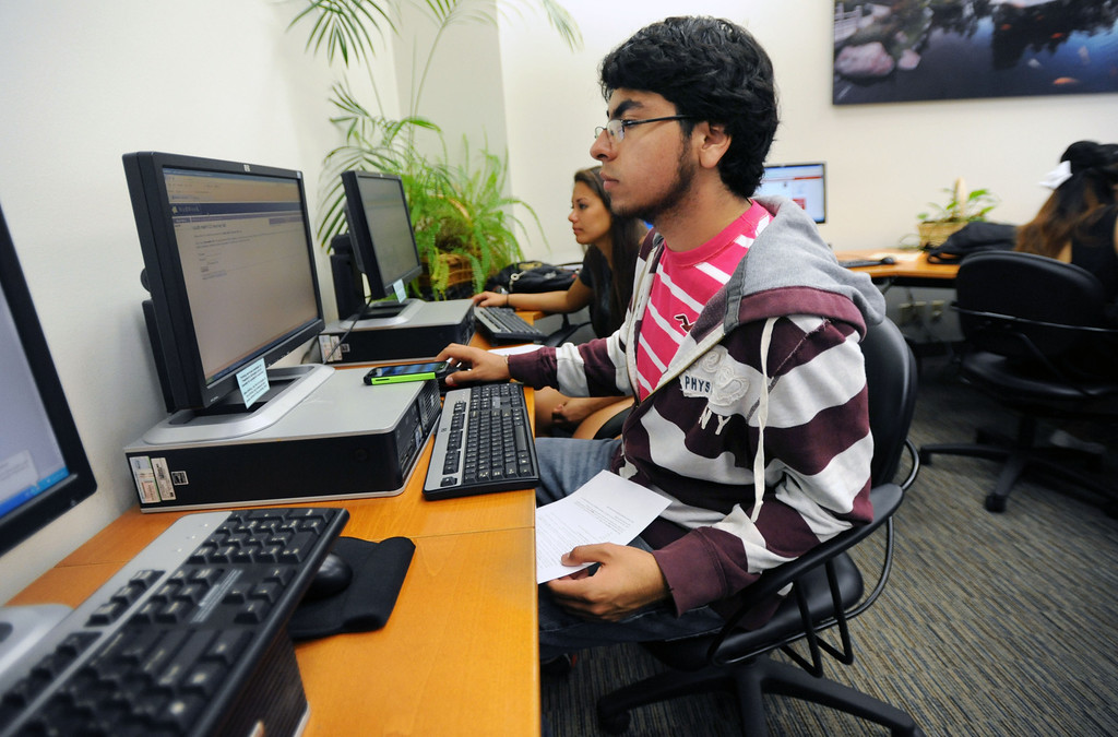 . Long Beach, Calif., -- 08-26-13- Carlos Vergara, a CSULB freshman and president�s scholar and aerospace engineering major, prints out some homework information, inside the president�s scholar computer lab  Monday morning.  Monday is the start of classes for students at CSULB.        Stephen Carr/  Los Angeles Newspaper Group