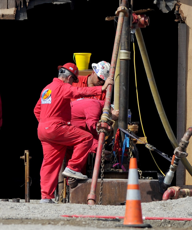 . Specialists from Boots and Coots International Well Control work to cap the well along Imperial Highway between Inglewood and Firmona avenues in Hawthorne, CA. on September 17, 2013. (Photo by Sean Hiller/Daily Breeze)