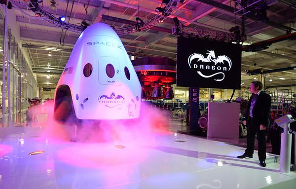 Photos: SpaceX unveils Dragon V2 spacecraft