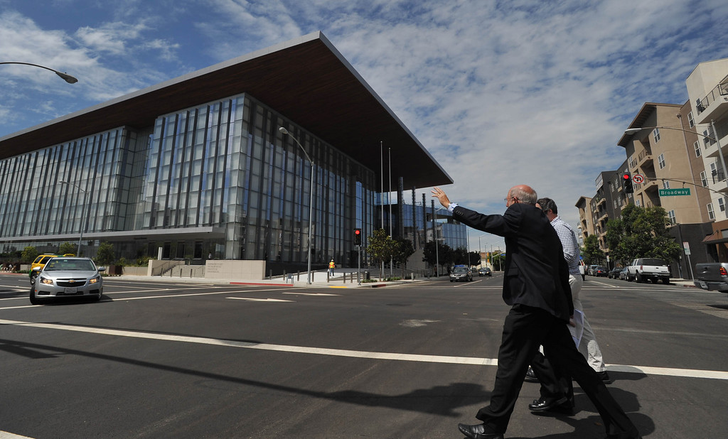 . Supervising James Otto leads the way to the new Gov. George Deukmejian Courthouse in Long Beach. (Photo by Sean Hiller/ Press Telegram/ LANG) 08-27-2013