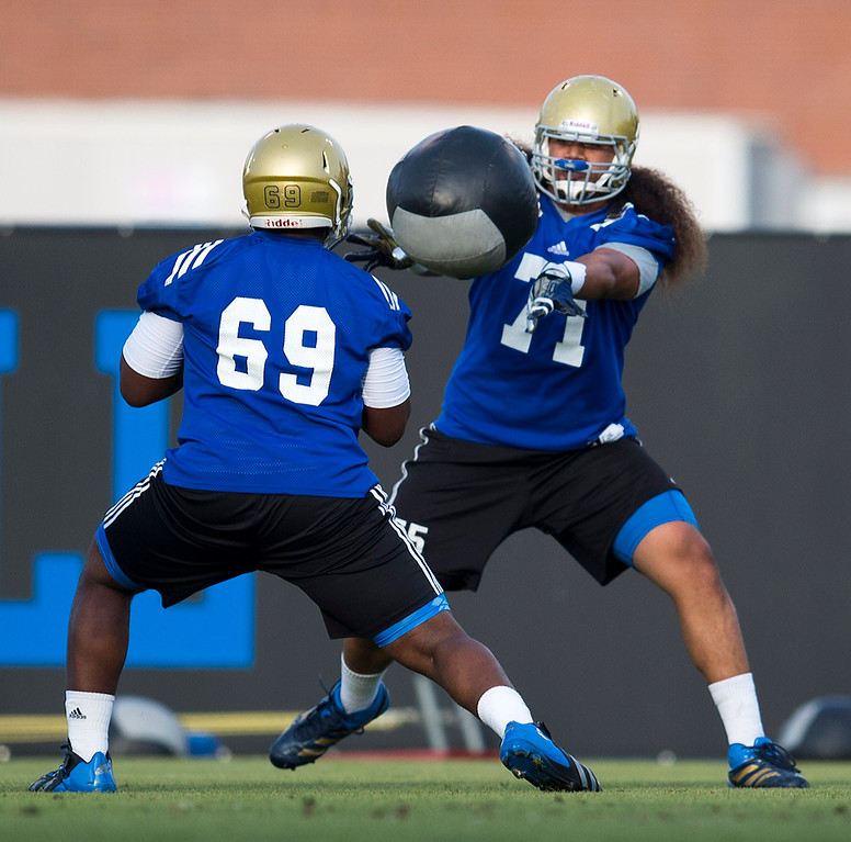 . UCLA offensive linemen Najee Toran #69 and Poasi Moala #71 during football practice at Spaulding Field on the UCLA campus Monday, April 21, 2014. (Photo by Hans Gutknecht/Los Angeles Daily News)