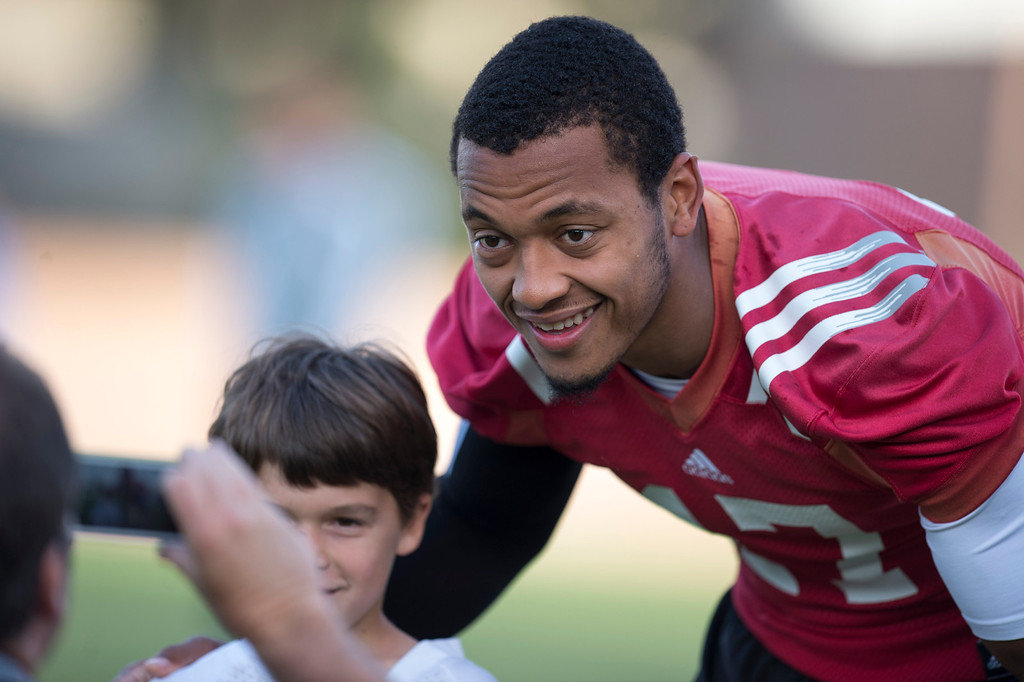 . UCLA quarterback Brett Hundley gets his photo taken with a young fan before football practice at Spaulding Field on the UCLA campus Monday, April 21, 2014. (Photo by Hans Gutknecht/Los Angeles Daily News)