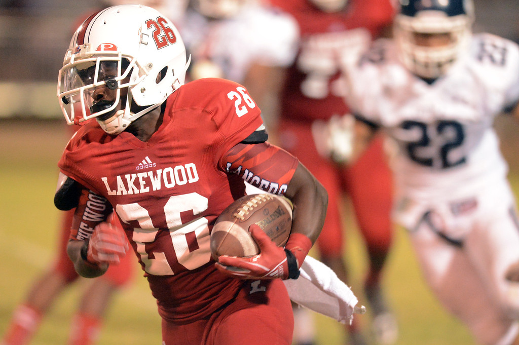 . Lakewood vs Loyola in Lakewood CA. Friday September 3, 2013. Loyola wins over Lakewood 38-6  (Photo by Thomas R. Cordova/ Daily Breeze)