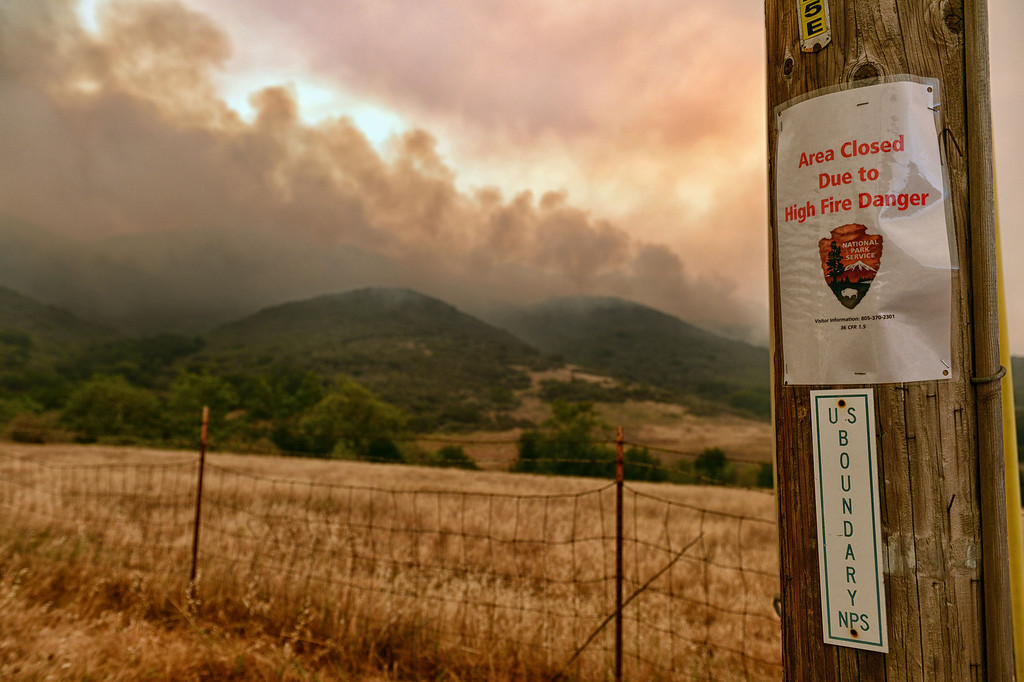 . The Springs Fire moves closer along W Potrero Rd in Thousand Oaks Friday, May 3, 2013. (Hans Gutknecht/LA Daily News)