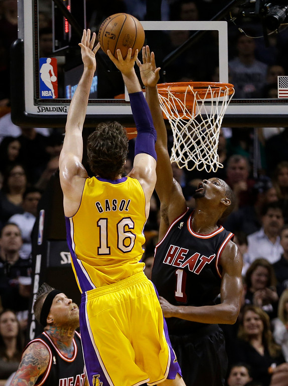 . Los Angeles Lakers center Pau Gasol (16) shoots against Miami Heat center Chris Bosh (1) during the second quarter of an NBA basketball game in Miami, Thursday, Jan. 23, 2014. (AP Photo/Alan Diaz)