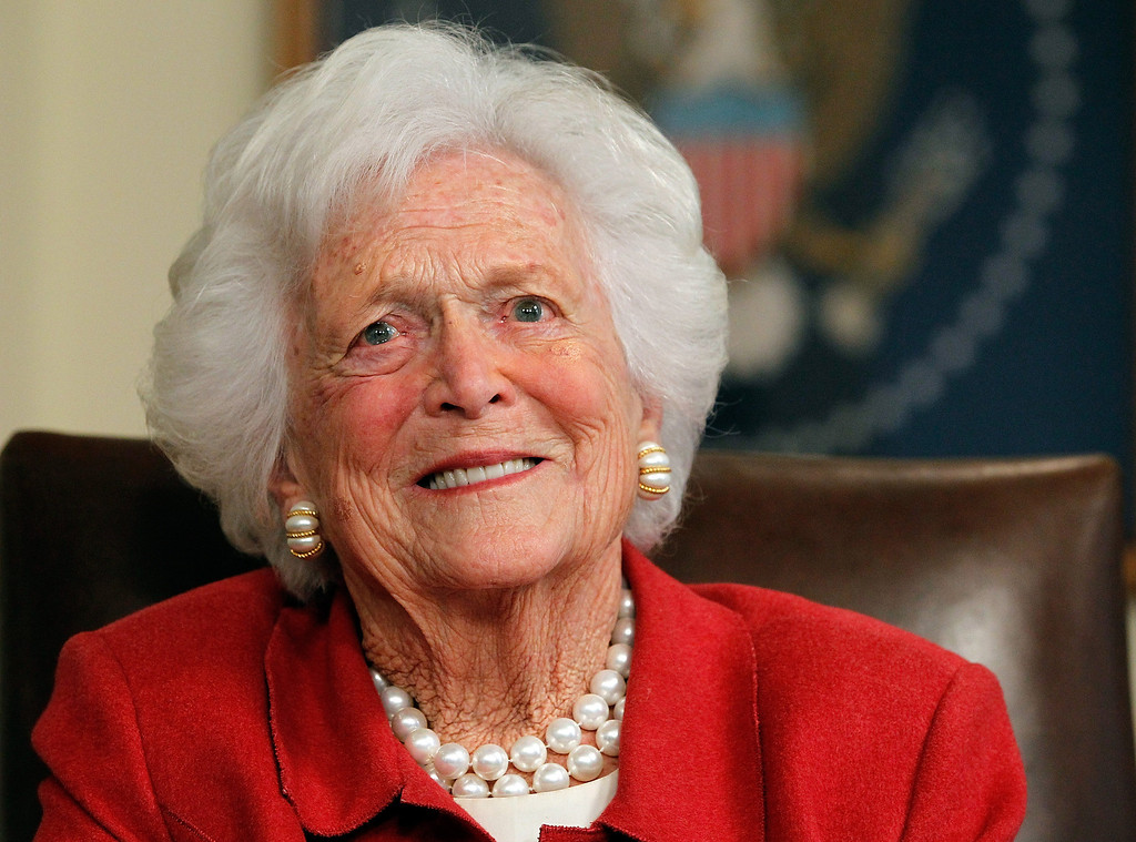 . HOUSTON, TX - MARCH 29:  Barbara Bush talks with Republican presidential candidate, former Massachusetts Gov. Mitt Romney at Former President George H. W. Bush\'s office on March 29, 2012 in Houston, Texas.   (Photo by Tom Pennington/Getty Images)