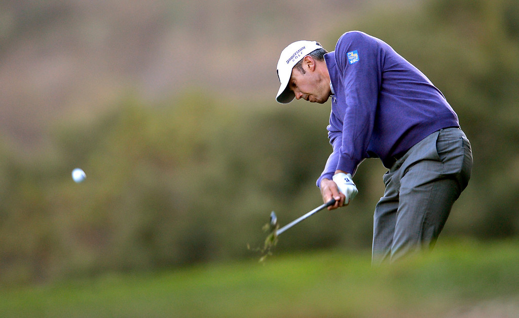 . Matt Kuchar hits a shot to the green during the second round of the Northwestern Mutual World Challenge golf tournament at Sherwood Country Club, Friday, December 6, 2013, in Thousand Oaks, Calif. (Andy Holzman/Los Angeles Daily News)