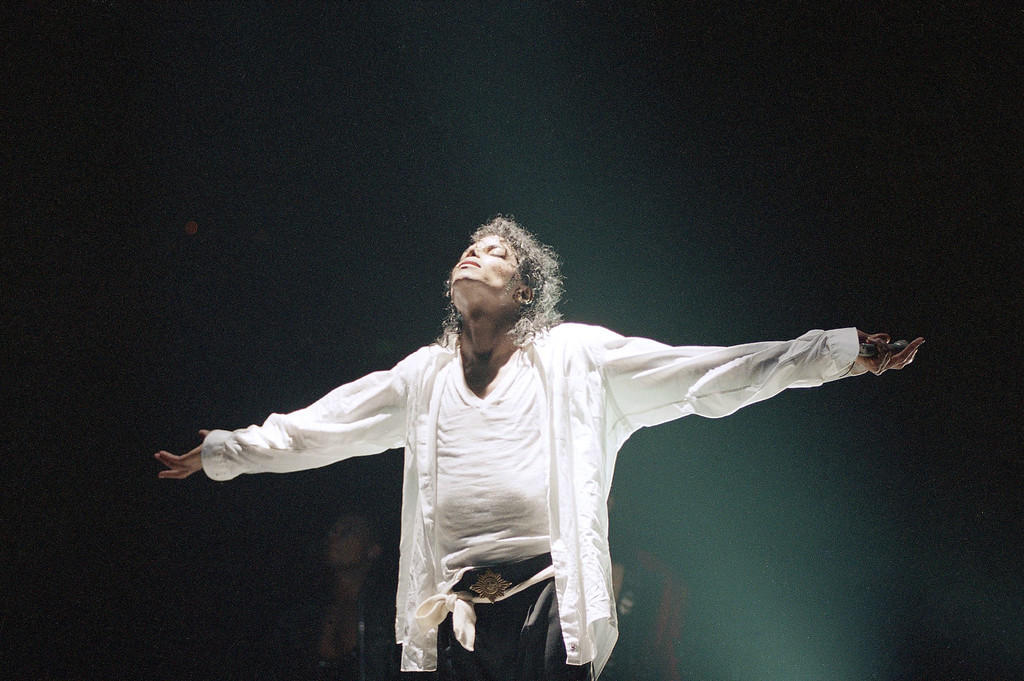 . Michael Jackson basks in the audience applause at the conclusion of his final concert in Los Angeles, Friday, Jan. 28, 1989.  (AP Photo/Douglas Pizac)
