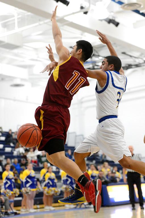 . Wilson\'s Justin Lee(11) and San Dimas\' Greyson McGee (3) struggle for a loose ball as Wilson defeats San Dimas 45-43 Friday night, January 10, 2014 at San Dimas High School.  (Photo by Sarah Reingewirtz/Pasadena Star-News)
