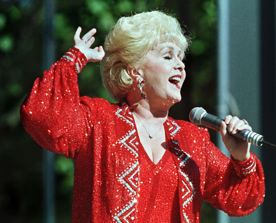 . Singer Debbie Reynolds performs Tuesday, Aug. 31, 1999, at the New York State Fair in Geddes, N.Y. It was part of the fair\'s free concerts daily at Cole Court. (AP Photo/Empire Expo Center, Mike Okoniewski)