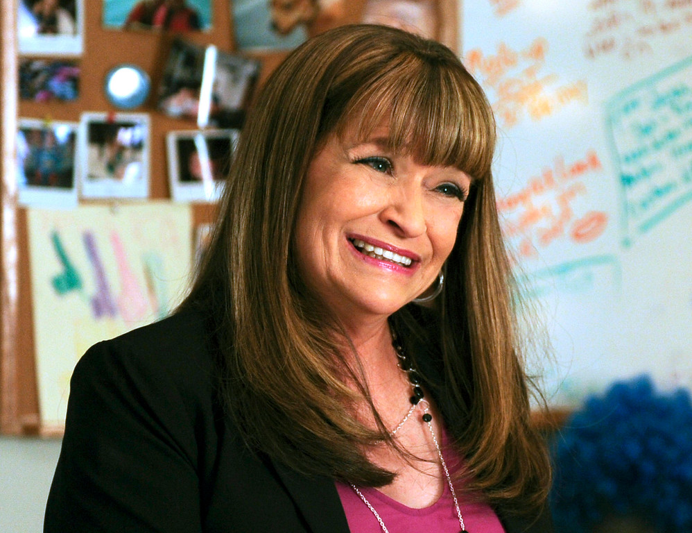 ". This photo provided by NBC Universal shows Jan Hooks as Verna in season 4 of the television series, ""30 Rock.\""  Hooks, the former \""Saturday Night Live\"" cast member has died.  She was 57.  Hooks died Thursday, Oct. 9, 2014 according to her agent Lisa Lieberman. (AP Photo/NBCU Photo Bank, Ali Goldstein)"