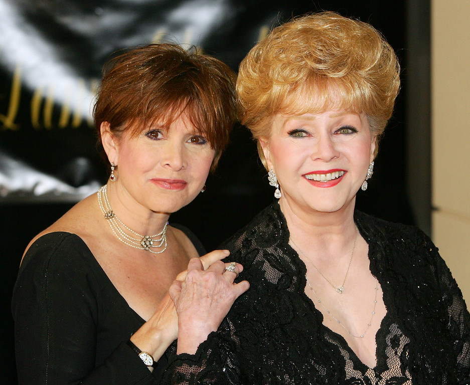 . Actress Carrie Fisher (L) and her mother, actress Debbie Reynolds, arrive for Dame Elizabeth Taylor\'s 75th birthday party at the Ritz-Carlton, Lake Las Vegas on February 27, 2007 in Henderson, Nevada.  (Photo by Ethan Miller/Getty Images)