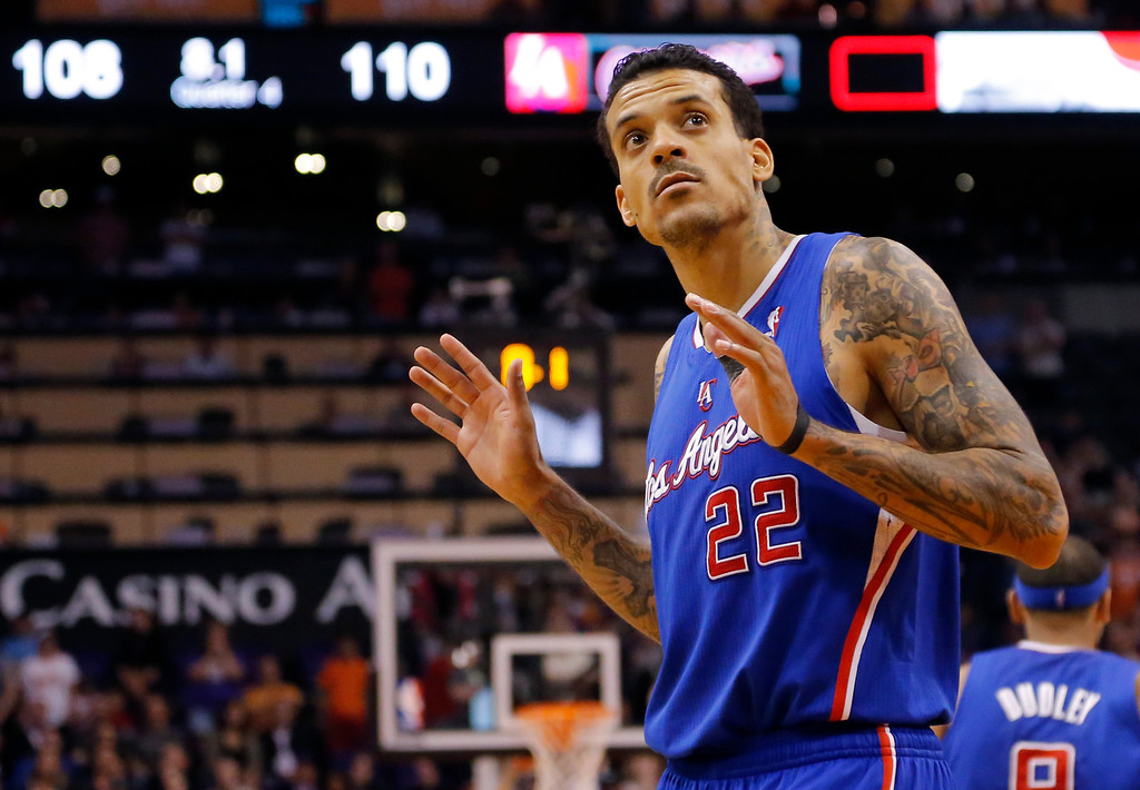 . Los Angeles Clippers forward Matt Barnes looks at the scoreboard during the final seconds against Phoenix Suns during an NBA basketball game, Wednesday, April 2, 2014, in Phoenix. The Clippers won 112-108. (AP Photo/Matt York)