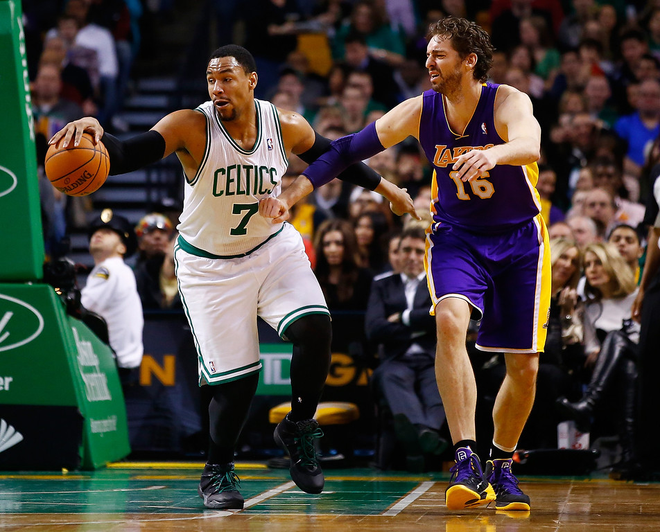 . BOSTON, MA - JANUARY 17: Jared Sullinger #7 of the Boston Celtics grabs a loose ball in front of Pau Gasol #16 of the Los Angeles in the second quarter Lakers during the game at TD Garden on January 17, 2014 in Boston, Massachusetts.   (Photo by Jared Wickerham/Getty Images)