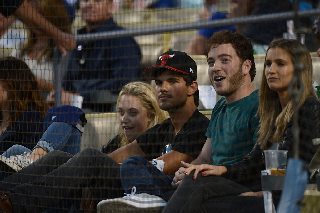 . In this handout photo provided by the Los Angeles Dodgers, Taylor Lautner (2L) and Maika Monroe (L) attend the Los Angeles Dodgers vs St. Louis Cardinals game from the exclusive Lexus Dugout Club May 24, 2013 in Los Angeles, California.  (Photo by Jon SooHoo/Los Angeles Dodgers, LLC via Getty Images)