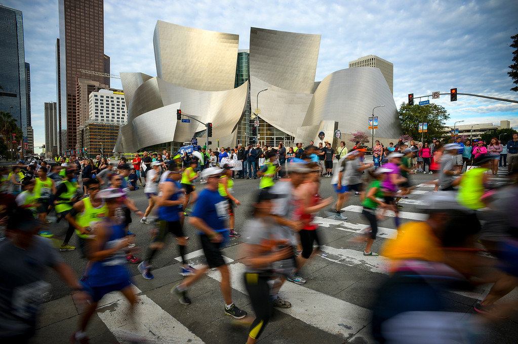 . Runners pass by the Disney Concert hall during the 29th Los Angeles Marathon Sunday, March 9, 2014.   (Photo by David Crane/Los Angeles Daily News.)