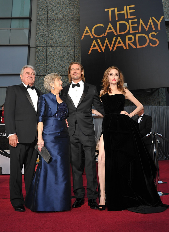 . Actress Angelina Jolie and actor Brad Pitt pose with Brad Pitt\'s parents Jane and William Pitt as they arrive on the red carpet for the 84th Annual Academy Awards on February 26, 2012 in Hollywood, California. (JOE KLAMAR/AFP/Getty Images)