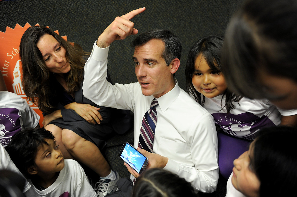 . Mayor Eric Garcetti sits with new LAUSD school boardmember Monica Ratlif, left, and talks with children at Oxnard Street Elementary School in North Hollywood, Tuesday, August 13, 2013, about meeting President Obama last week. Garcetti announced the opening of five new LA\'s BEST After School Enrichment Programs. One of the sites will be at Michelle Obama Elementary School in Panorama City. (Michael Owen Baker/L.A. Daily News)