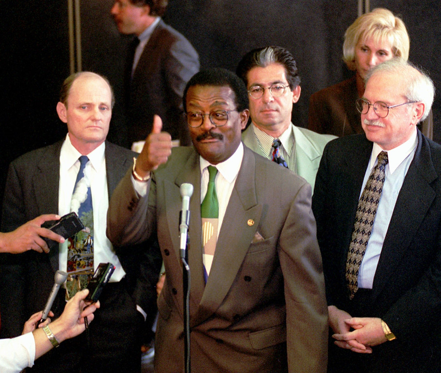 . O.J. Simpson defense attorney Johnnie L. Cochran Jr. gives a thumbs-up during a news conference outside Los Angeles Superior Court after the defense and prosecution rested their cases in Simpson\'s double-murder trial Friday, Sept. 22, 1995.   The rest of Simpson\'s defense dream team, from left to right, Robert Blasier, Robert Kardashian, Jo-Ellan Dimitrius and Gerald Uelmen, surround Cochran.  (AP Photo/Reed Saxon, pool)