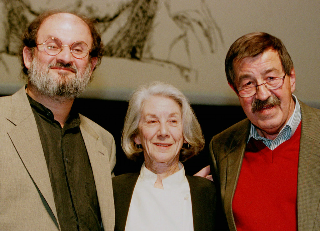 . German writer Guenter Grass, right, South-African writer and nobel prize winner Nadine Gordimer and British writer Salman Rushdie meet in Hamburg, Germany, on Monday, October 13, 1997 on the occasion of a birthday party for 70-year-old Grass. Rushdie showed up as a surprise guest for Guenter Grass. (AP Photo/Christof Stache)