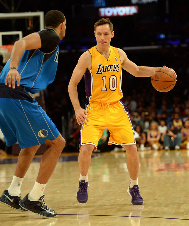 . Los Angeles Lakers guard Steve Nash (10) controls the ball against the Dallas Mavericks in the first quarter during an NBA basketball game in Los Angeles, Calif., on Friday, April 4, 2014.  (Keith Birmingham Pasadena Star-News)