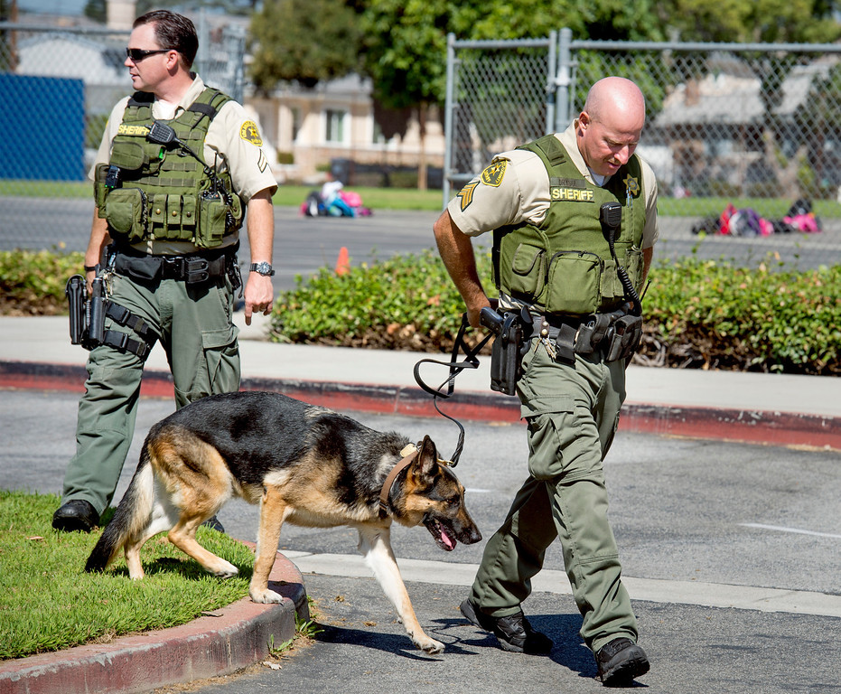 . Los Angeles County Sheriff\'s deputies respond to a bomb threat at Longden Elementary School in Temple City, Calif. Sept. 25, 2013.  (Staff photo by Leo Jarzomb/San Gabriel Valley Tribune)