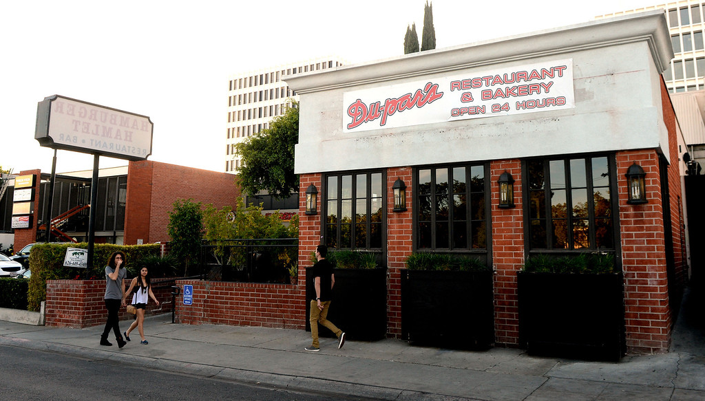. Hamburger Hamlet on Lake Ave. is changing to Dupar\'s Restaurant & Bakery in Pasadena, Calif., on Thursday, Jan.2, 2014.   (Keith Birmingham Pasadena Star-News)
