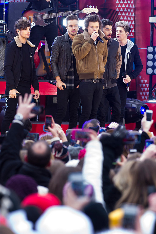 ". One Direction members, from left, Louis Tomlinson, Liam Payne, Harry Styles, Zayn Malik and Niall Horan perform on ABC\'s ""Good Morning America\"" on Tuesday, Nov. 26, 2013 in New York. (Photo by Charles Sykes/Invision/AP)"