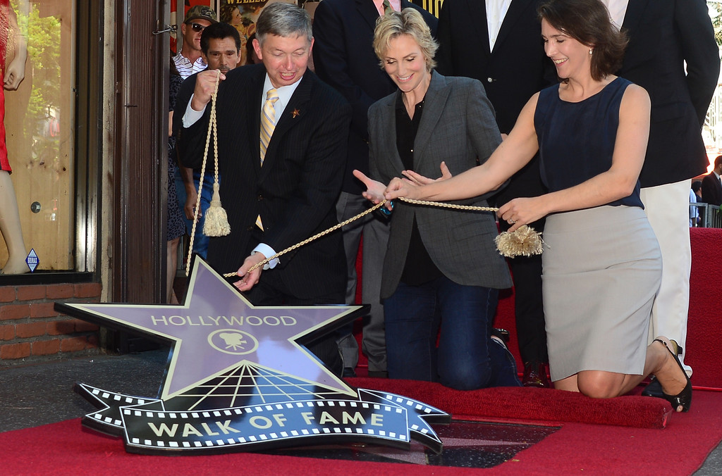 . Actress Jane Lynch (C) watches as her \'Star\' is unveiled during a cermony honoring her with the 2,505 Star on the Hollywood Walk of Fame in the category of television on September 4, 2013 in Hollywood, California.   (FREDERIC J. BROWN/AFP/Getty Images)