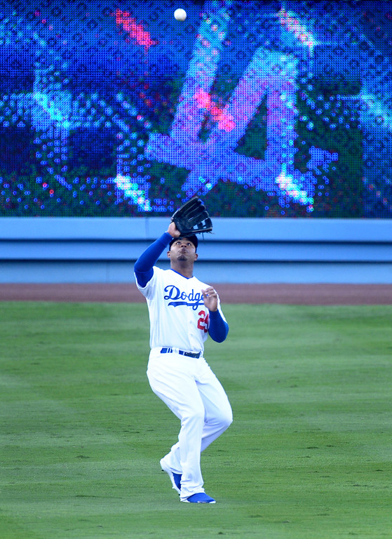 . Los Angeles Dodgers\' Carl Crawford catches a pop fly as they play the Atlanta Braves during game 3 of the NLDS at Dodger Stadium Sunday, October 6, 2013. (Photo by Sarah Reingewirtz/Los Angeles Daily News)