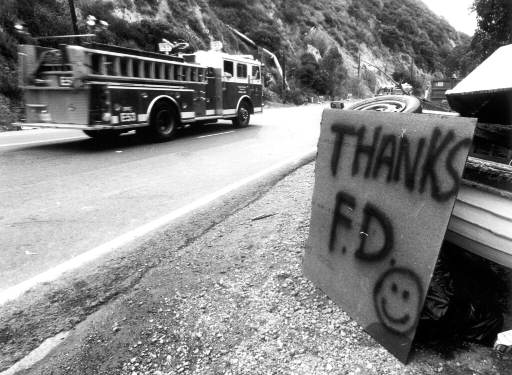 . Homemade signs thank the thousands of firefighters who fought the Topanga and Malibu blazes (11/3/93)   Los Angeles Daily News file photo