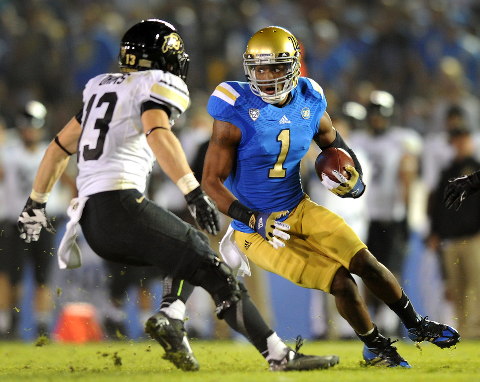 . UCLA WR Shaquelle Evans cuts back on a 36-yard pass reception against Colorado in the fourth quarter, Saturday, November 2, 2013, at the Rose Bowl. (Photo by Michael Owen Baker/L.A. Daily News)