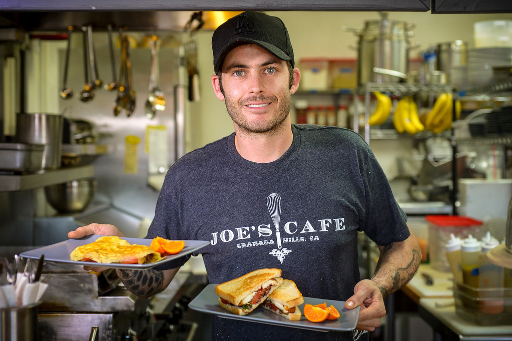 """. Chef Joe Wetherbee of Joe\'s Cafe in Chatsworth will be shown competing on the Food Network\'s \""""Chopped\"""" Tuesday night .   (Photo by David Crane/Los Angeles Daily News.)"""