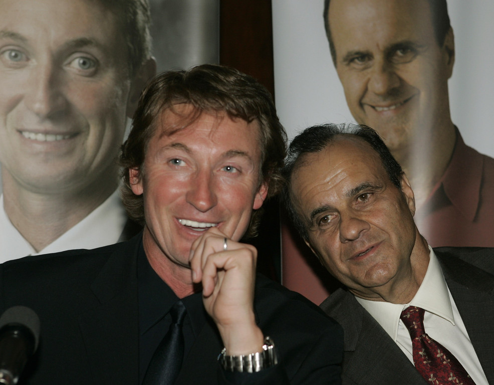 . Ice hockey legend Wayne Gretzky, left, and New York Yankees manager Joe Torre share a laugh during a news conference before Samsung\'s Four Seasons of Hope charity dinner Monday, June 13, 2005, in New York.  (AP Photo/Kathy Willens)
