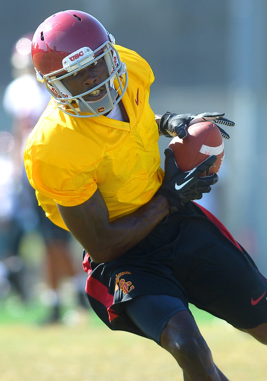 . USC\'s Marqise Lee works out during a practice at the Howard Jones Field at USC Monday August 19, 2013.  The Trojans start the season on August 29th with a game against Hawaii.(Andy Holzman/Los Angeles Daily News)