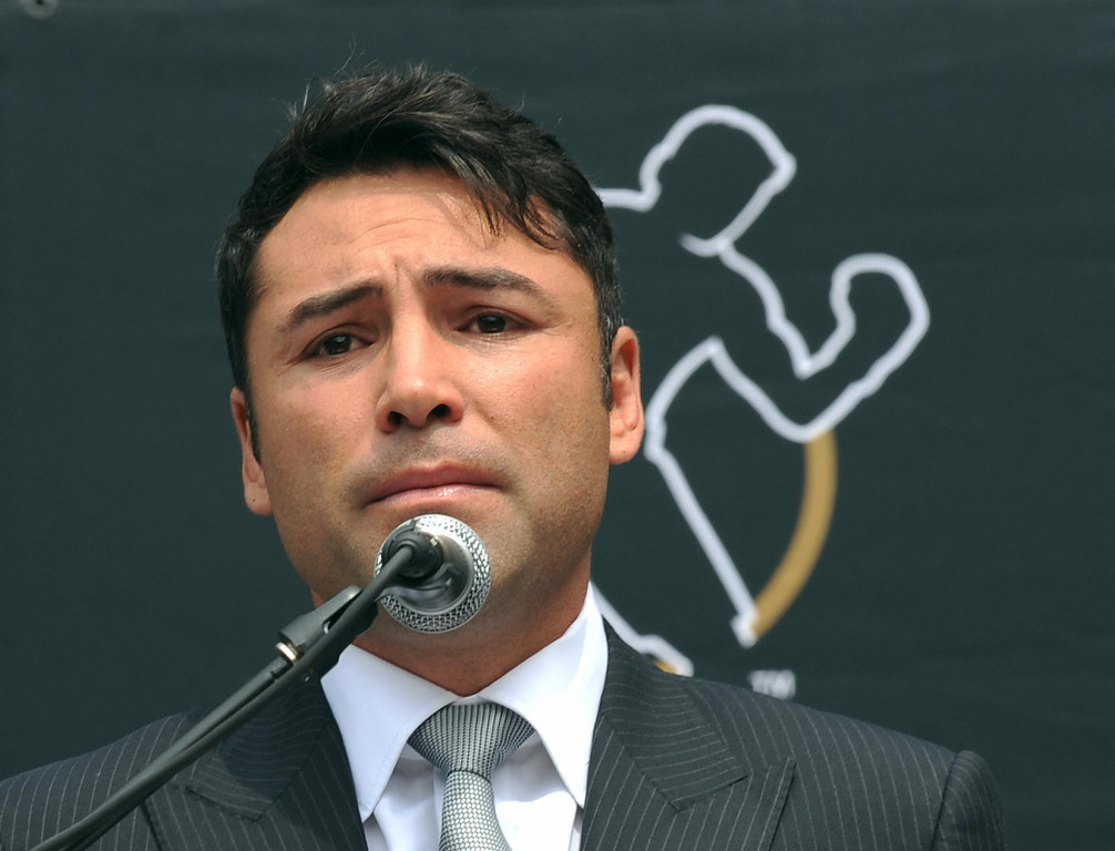 . Oscar De La Hoya announces his retirement from boxing during a press conference in Los Angeles on Tuesday, April 14, 2009.  (GABRIEL BOUYS/AFP/Getty Images)