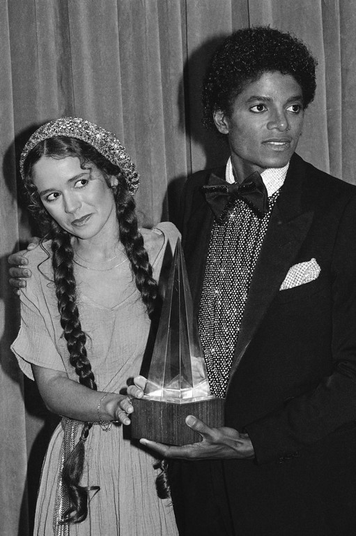 """. Presenter Nicolette Larson with Michael Jackson in Los Angeles, January 18, 1980 with one of the three awards he won including: Favorite Soul / R & B Male Artist, Favorite Soul / R & B Single - \""""Don\'t stop \'Till You Get Enough\"""", Favorite Soul / R & B Album - \""""Off The Wall\"""". (AP Photo)"""