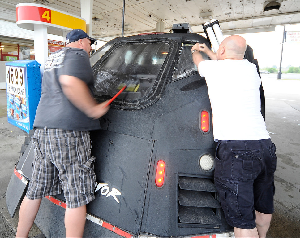 . April 27,2014. Saillisaw OK. USA. Dominator\'s crew members get the  Dominator ready to chase, as Meteorologist and Extreme Storm Chaser, Reed Timmer, with his 3 storm chase cars called the Dominator\'s, get ready to chase some tornados. (Photo by Gene Blevins/LA DailyNews
