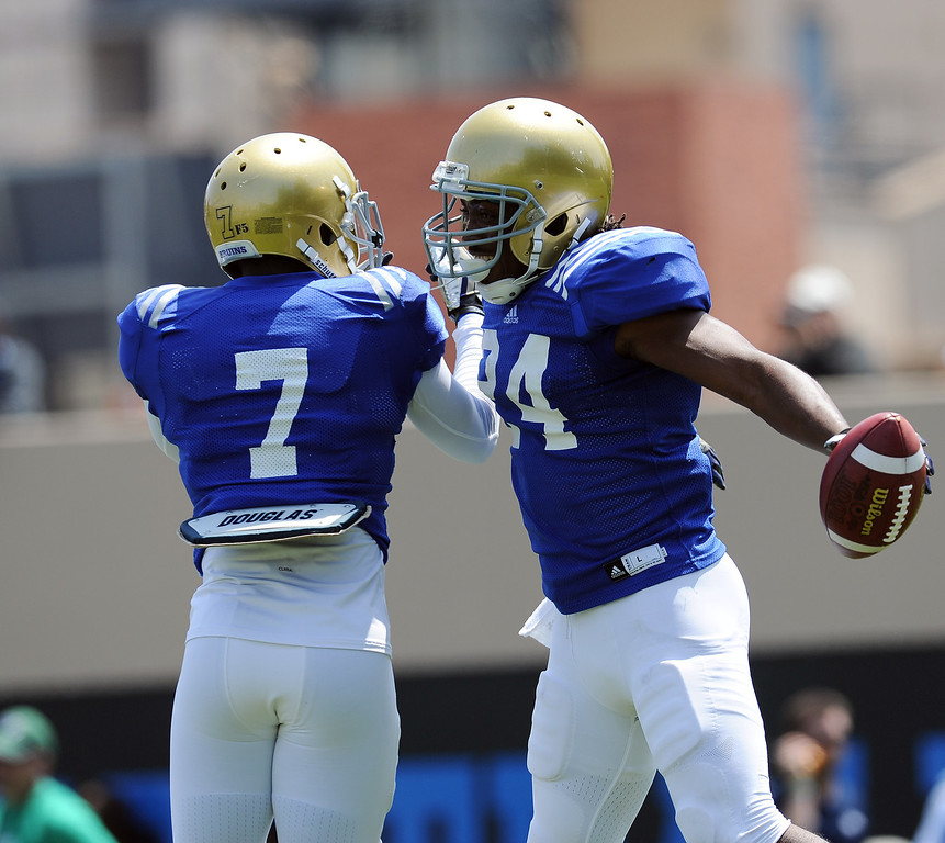 . UCLA\'s Paul Perkins #24 and Devin Fuller #7 during football practice at Spaulding Field on the UCLA campus Saturday April 12, 2014. (Photo by Hans Gutknecht/Los Angeles Daily News)