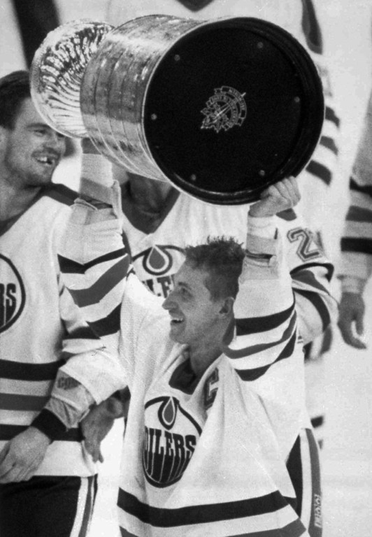 . FILE-- Edmonton Oilers Wayne Gretzky holds up the Stanley Cup following the Oilers win over the Boston Bruins in 1988. Gretzky announced Tuesday Feb. 27, 1996 that he has been traded to the St. Louis Blues. Gretzky, the hockey great who failed to win a Stanley Cup in Los Angeles, was traded to the St. Louis Blues on Tuesday Feb. 27, ending weeks of rumors and speculation about his future.   (AP Photo)