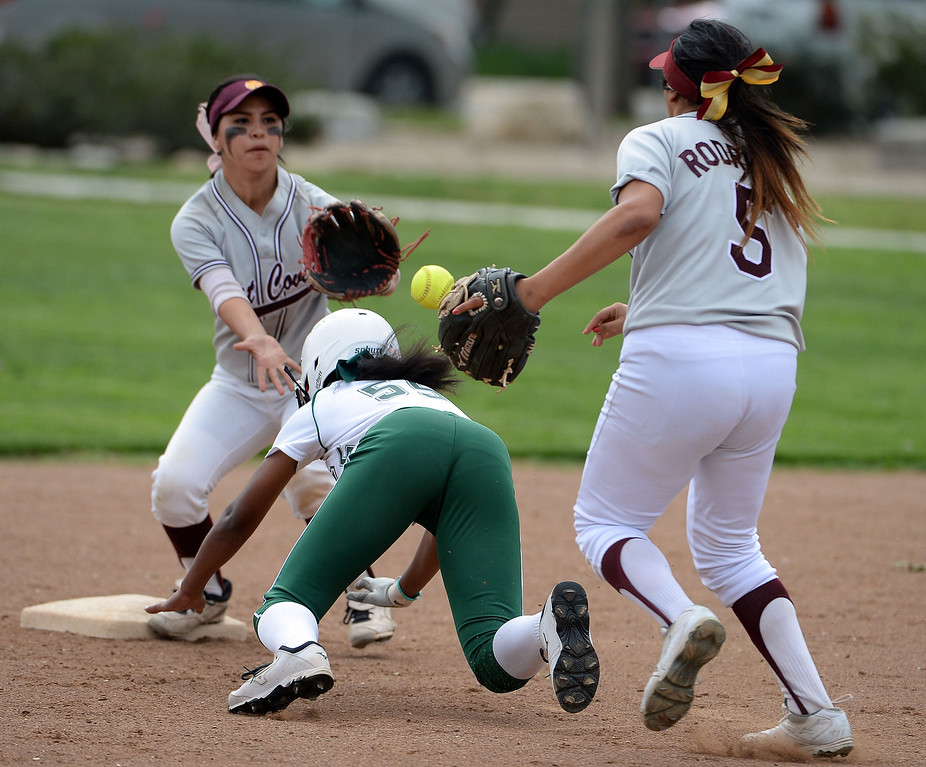 . West Covina\'s Nadiya Lozano (C) tags out Bonita\'s Miiah Sutton (55) in a run down between second and third base in the first inning of a prep softball game at Los Flores Park in La Verne, Calif., on Thursday, March 27, 2014. Bonita won 6-3. (Keith Birmingham Pasadena Star-News)
