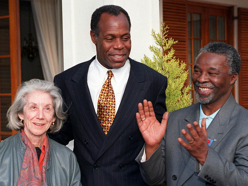 . CUS actor Danny Glover (C) shares a light moment with Deputy President Thabo Mbeki (R) and South African author Nadine Gordimer at the Deputy President\'s residence in Cape Town 21 July. Glover is on his first mission as Goodwill Ambassador of the United Nations Development Programme (UNDP) and has visited UNDP projects during his brief visit to the country. Nadine Gordimer was appointed a Goodwill Ambassador of the UNDP yesterday. (ANNA ZIEMINSKI/AFP/Getty Images)