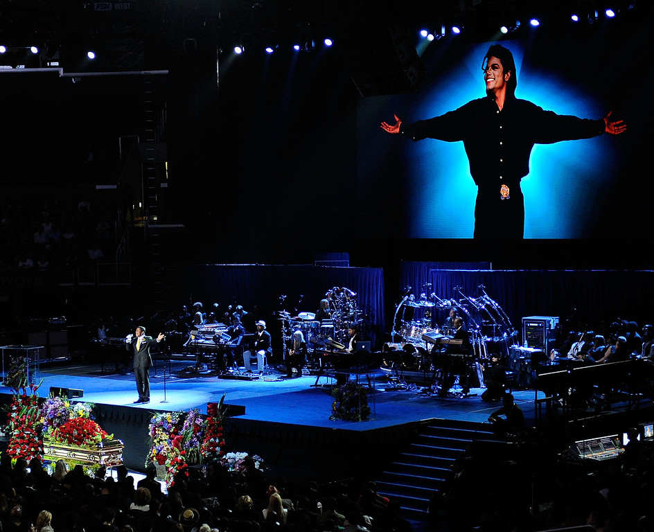 . Singer Jermaine Jackson  performs at the Michael Jackson public memorial service held at Staples Center on July 7, 2009 in Los Angeles, California. Jackson, 50, the iconic pop star, died at UCLA Medical Center after going into cardiac arrest at his rented home on June 25 in Los Angeles, California.  (Photo by Kevork Djansezian/Getty Images)