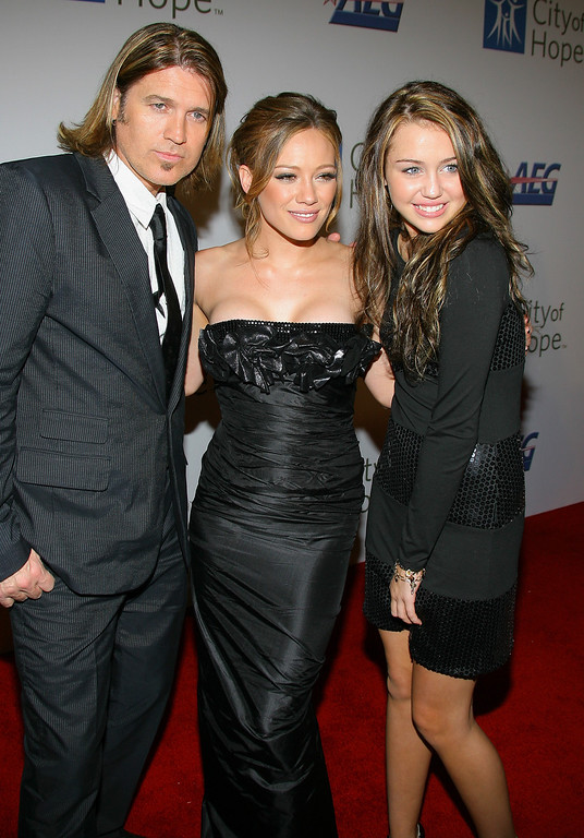 . WEST HOLLYWOOD, CA - SEPTEMBER 27:  Singer/actor Billy Ray Cyrus, singer/actress Hilary Duff and singer/actress Miley Cyrus arrive at the City of Hope\'s 2007 Spirit of Life Award Dinner at the Pacific Design Center on September 27, 2007 in West Hollywood, California.  (Photo by Jordan Strauss/Invision/AP Images)