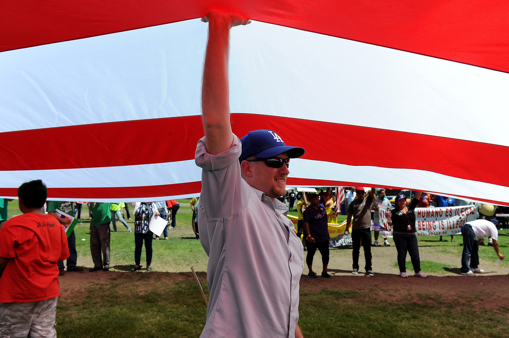 ". Ethan Harris holds up an American flag at the ""Caravan for Citizenship\"" rally at Yokuts Park in Bakersfield, Wednesday, August 14, 2013. (Michael Owen Baker/L.A. Daily News)"