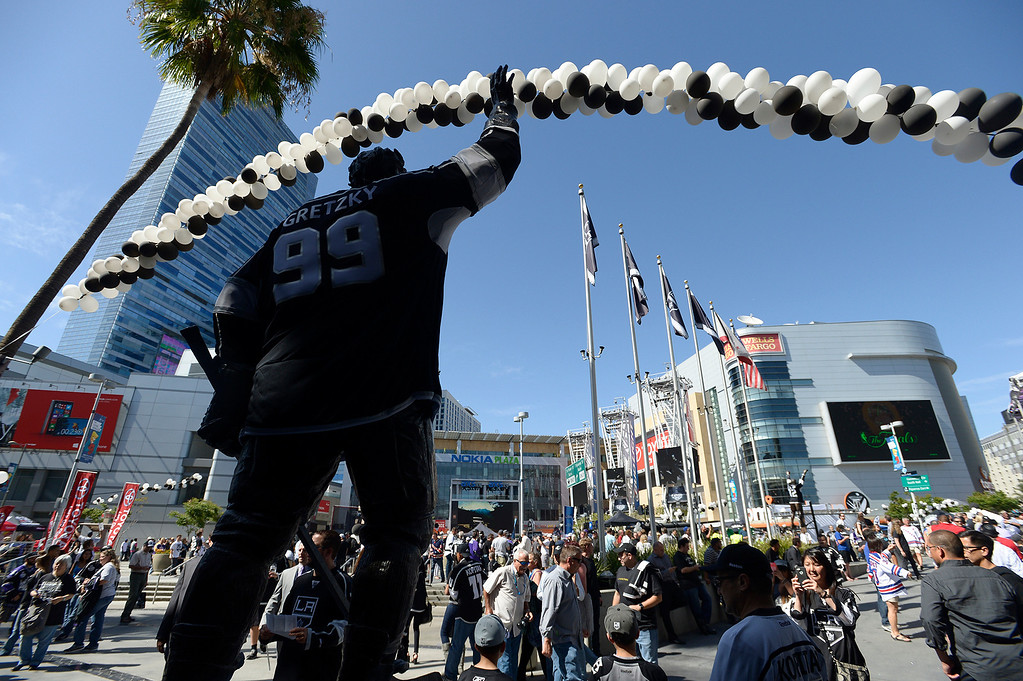 . Fans enter Staples Center before the Los Angeles Kings faced the New York Rangers in game 1 of the Stanley Cup Finals. Los Angeles, CA. 6/4/2014(Photo by John McCoy / Los Angeles Daily News)
