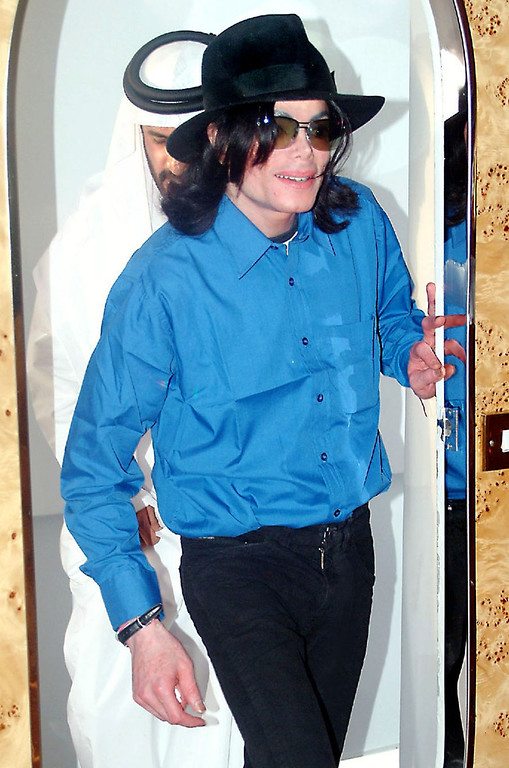 . In this recent undated photograph made available by Total Communication, on  Tuesday, Aug. 30, 2005, U.S. popstar Michael Jackson is seen in Dubai, United Arab Emirates.  (AP Photo/Total Communications/ho)